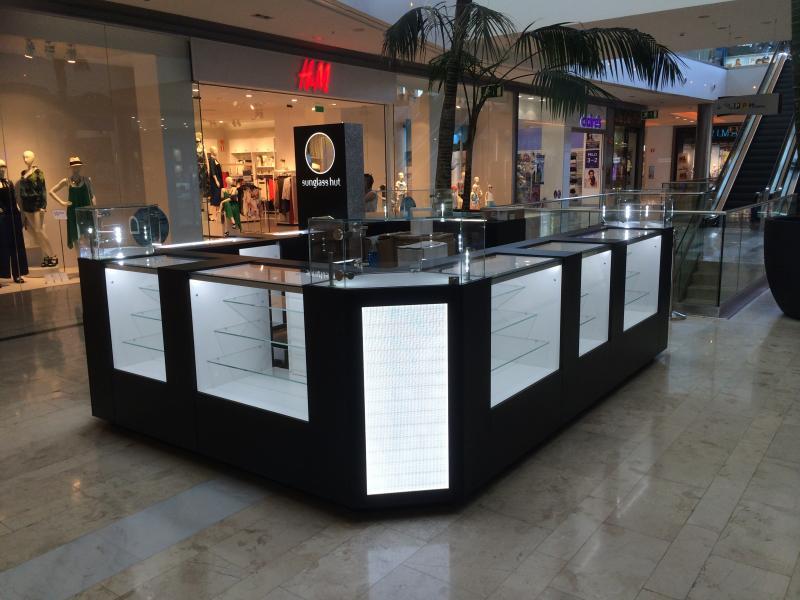 montaje de expositores centros comerciales
