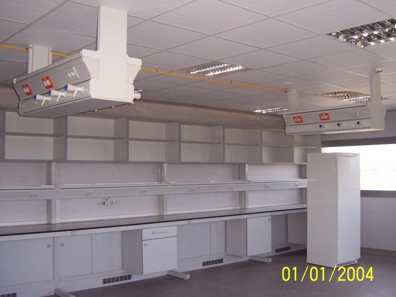 montaje de mobiliario de laboratorio en salas de exclusion montajes m3