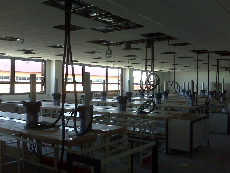 montaje e instalacion electrica de mesas de laboratorio montajes m3