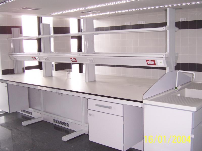 montaje y siliconado de mobiliario de laboratorio montajes m3
