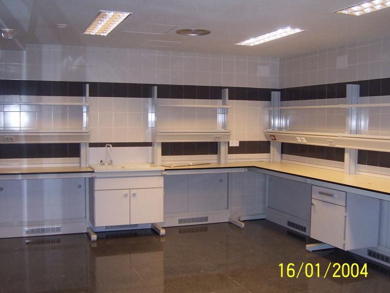 cambio de ubicacion de mobiliario de laboratorio montajes m3
