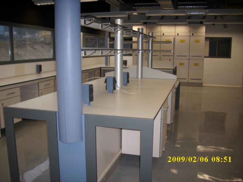 montaje de mesas de trabajo en laboratorios montajes m3