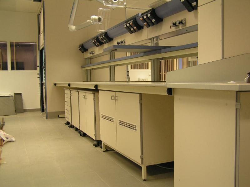 montaje de mobiliario de laboratorio contract montajes m3