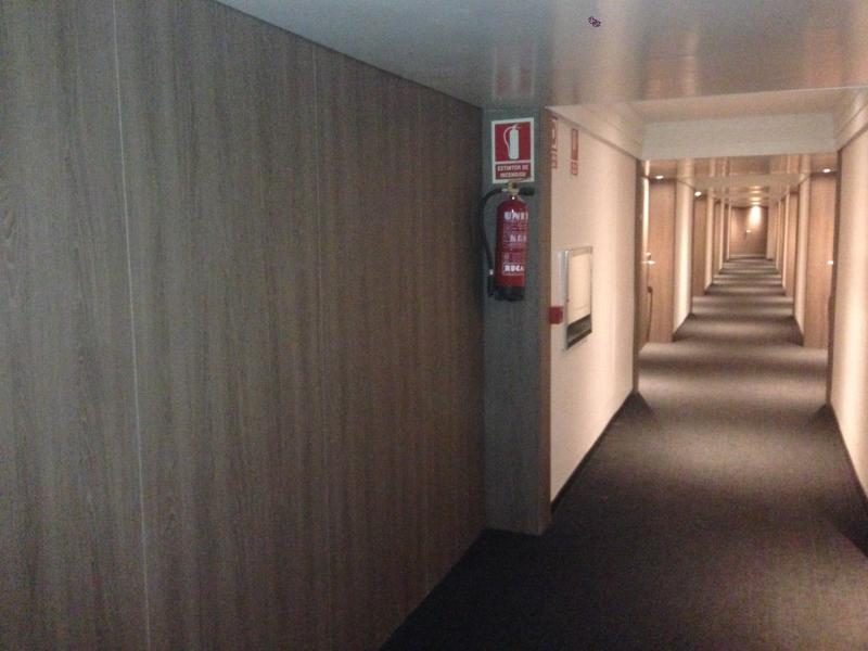 instalacion de paneles en pasillos hotel Melia Lebreros  montajes m3