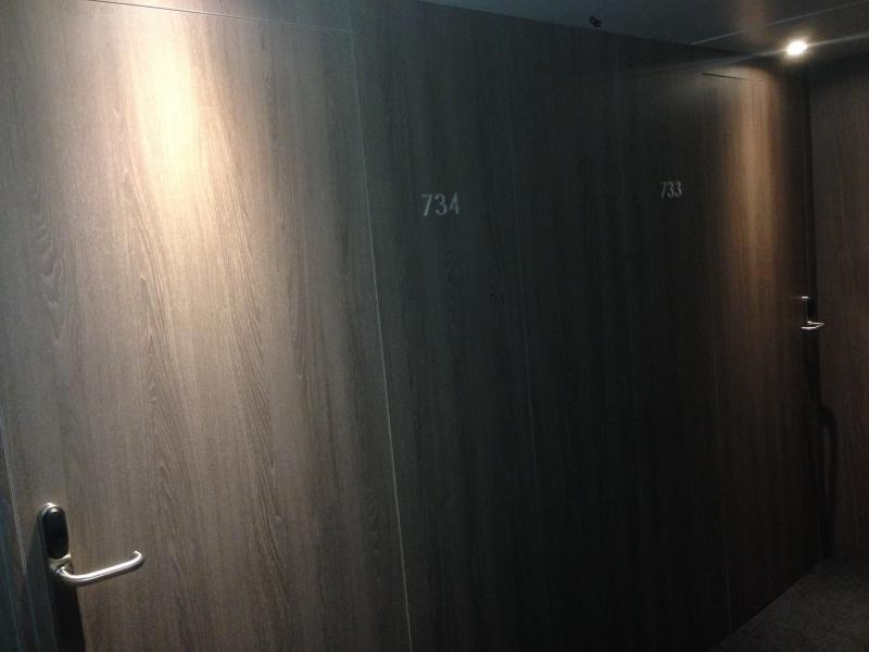 montaje de puertas de paso y paneles en hoteles  montajes m3