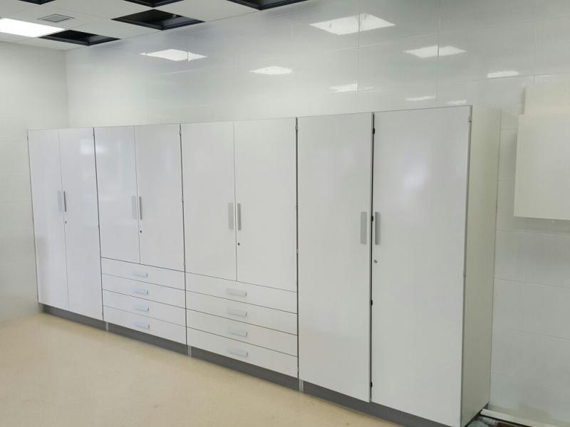 montaje e instalación de mobiliario clinico contract internacional