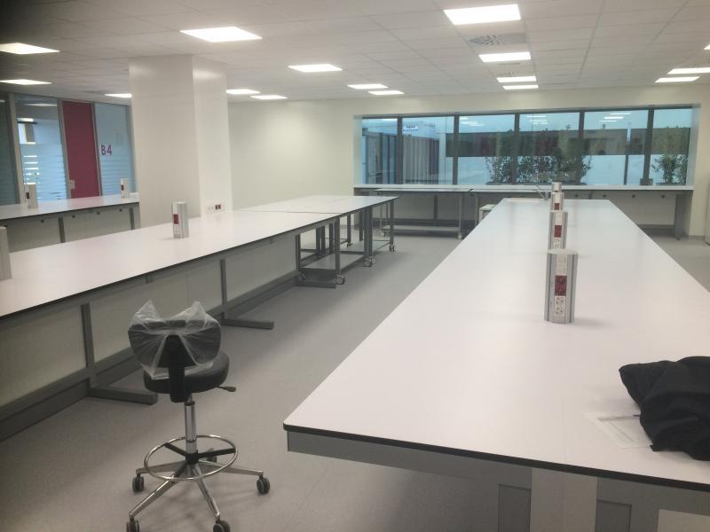 grandes instalaciones de mobiliario de laboratorio  montajes m3