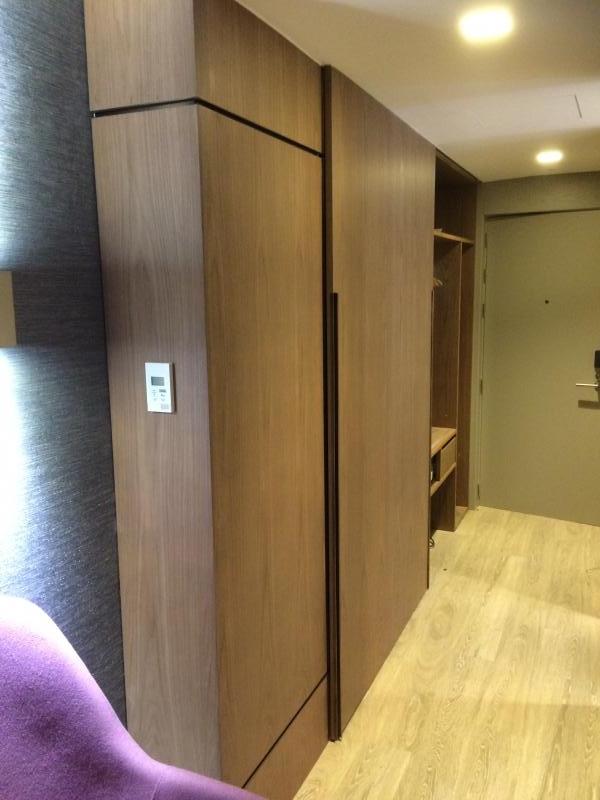 montaje de mobiliario de habitaciones de hotel contract