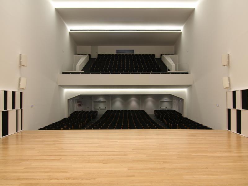 montaje de mobiliario en salas de eventos, teatros y auditorios